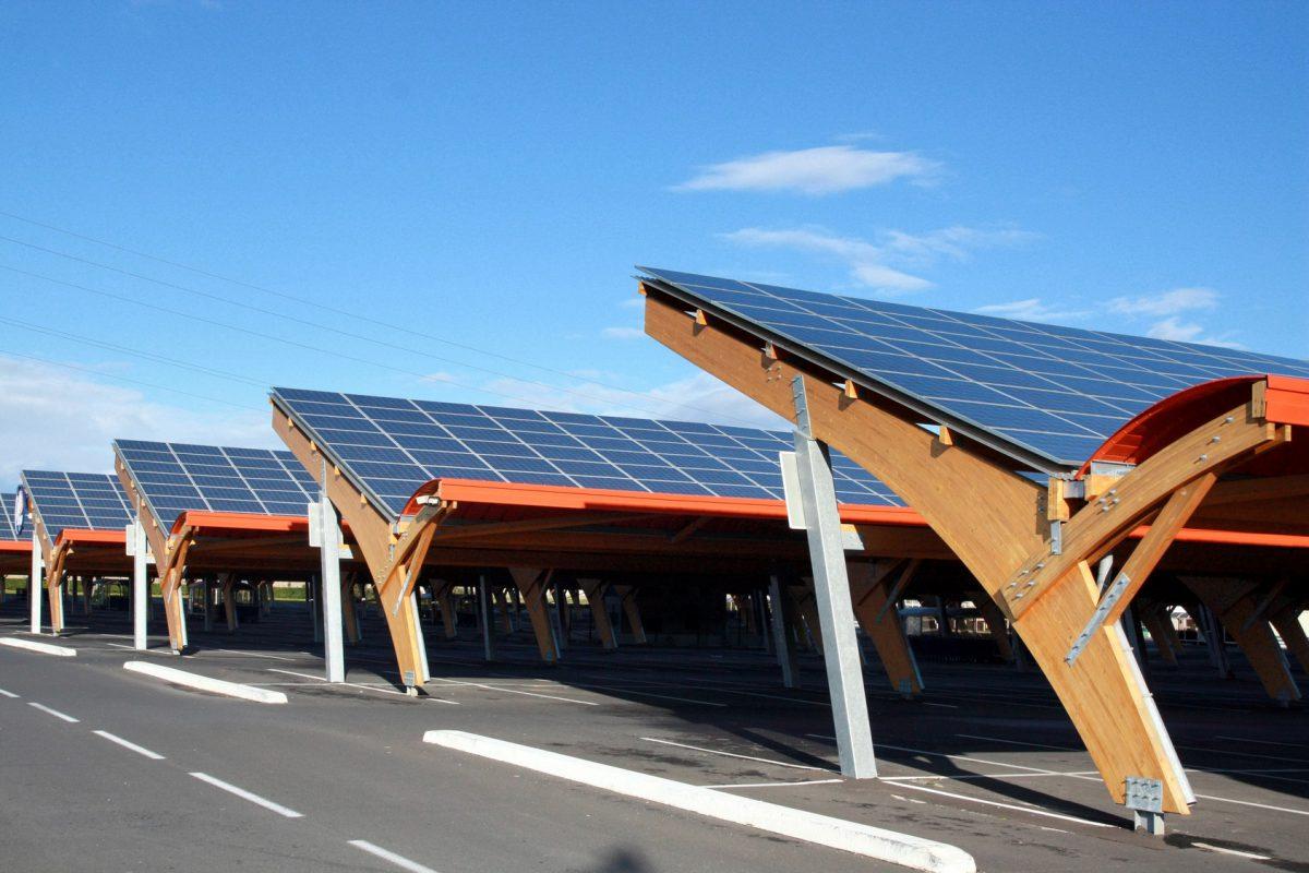 Fort potentiel de développement pour le photovoltaïque grâce aux friches et parkings
